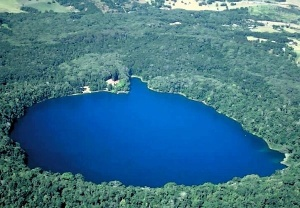 The 80-metre deep crater lake I swam in – Lake Eacham, Queensland
