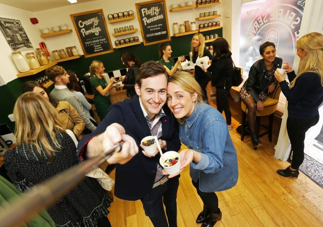 lyle's golden syrup selfie service cafe2
