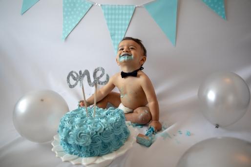 axel-cake-smash